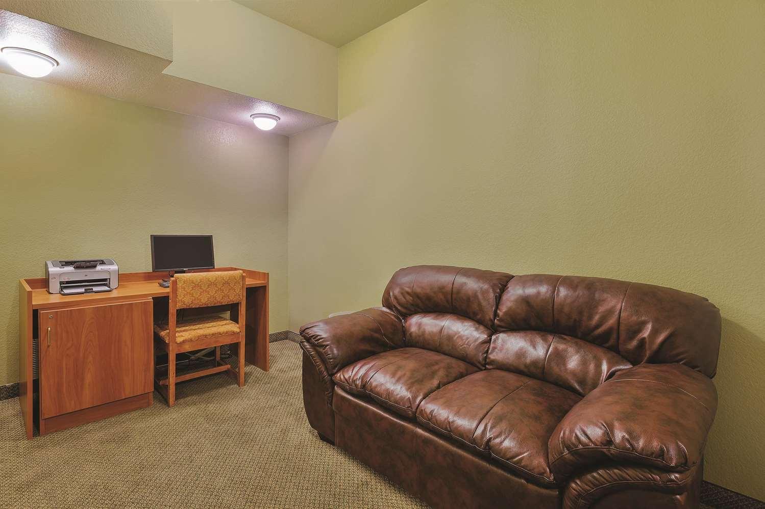 Conference Area - La Quinta Inn & Suites Tulare
