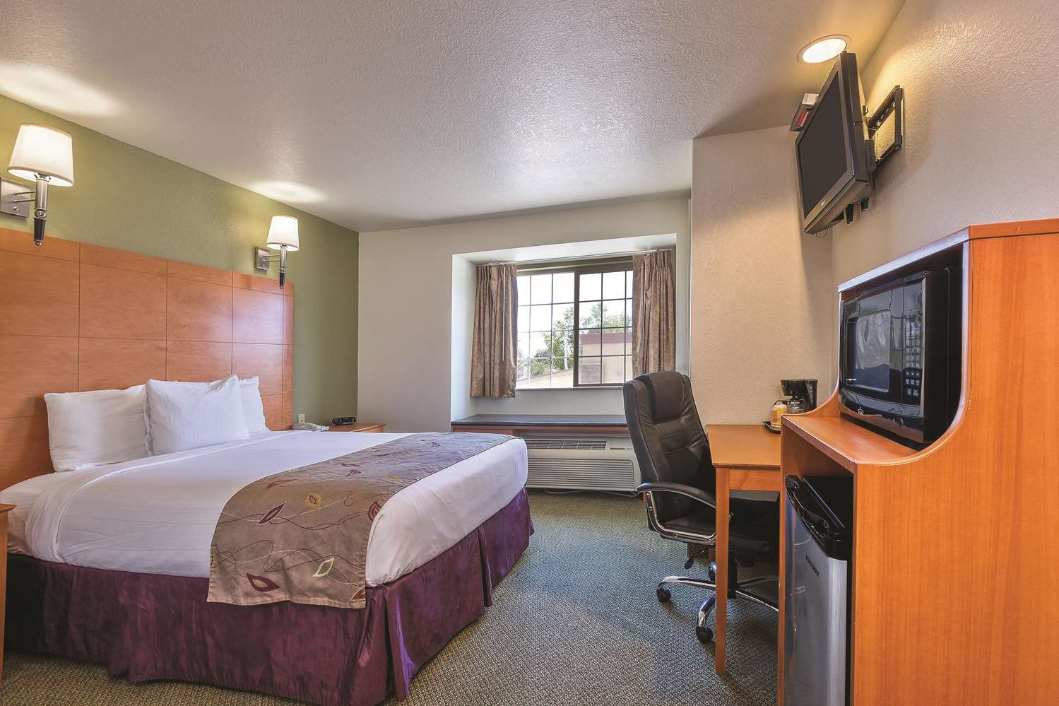 Room - La Quinta Inn & Suites Tulare
