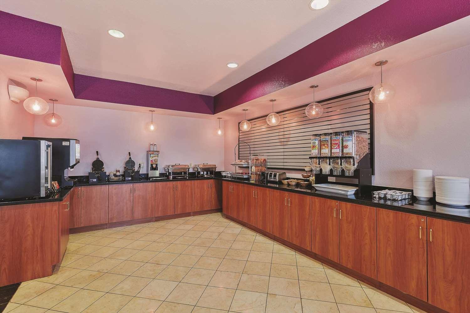 proam - La Quinta Inn & Suites Tulare