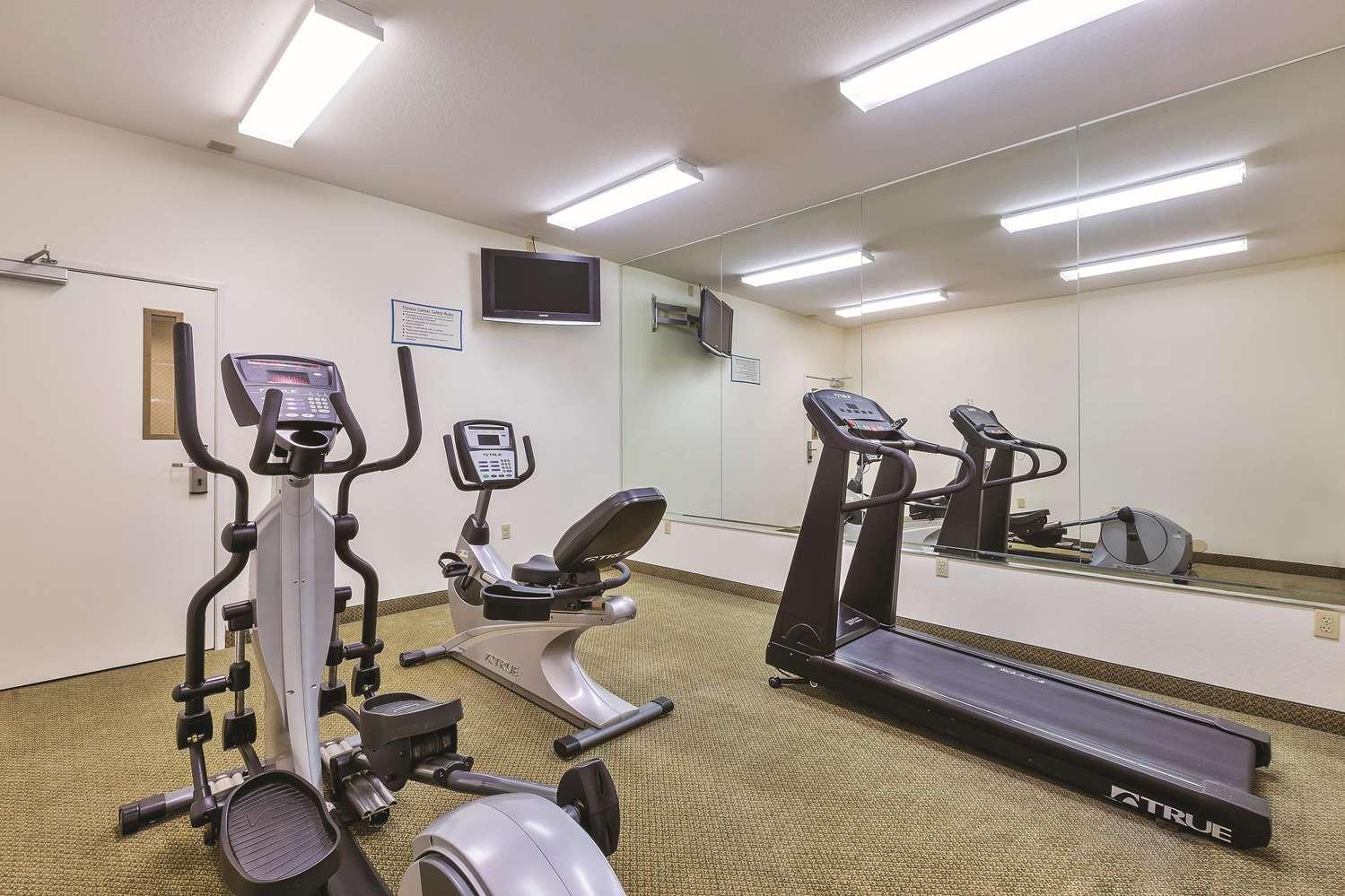 Fitness/ Exercise Room - La Quinta Inn & Suites Tulare