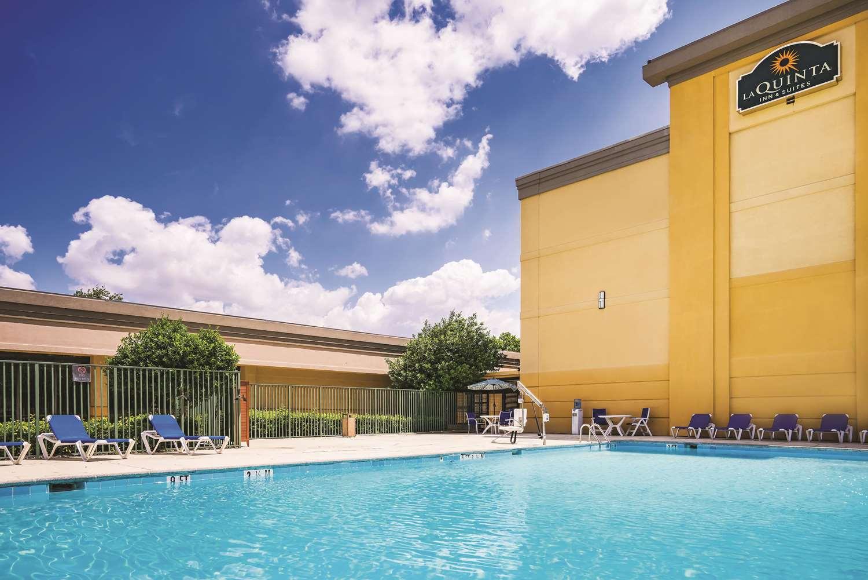 Pool - La Quinta Inn & Suites Glen Burnie
