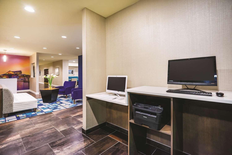 Conference Area - La Quinta Inn & Suites Glen Burnie