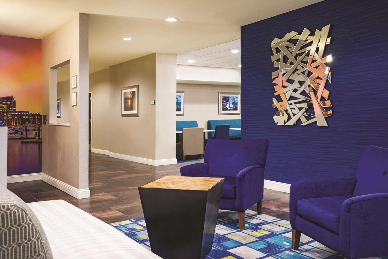 Lobby - La Quinta Inn & Suites Glen Burnie