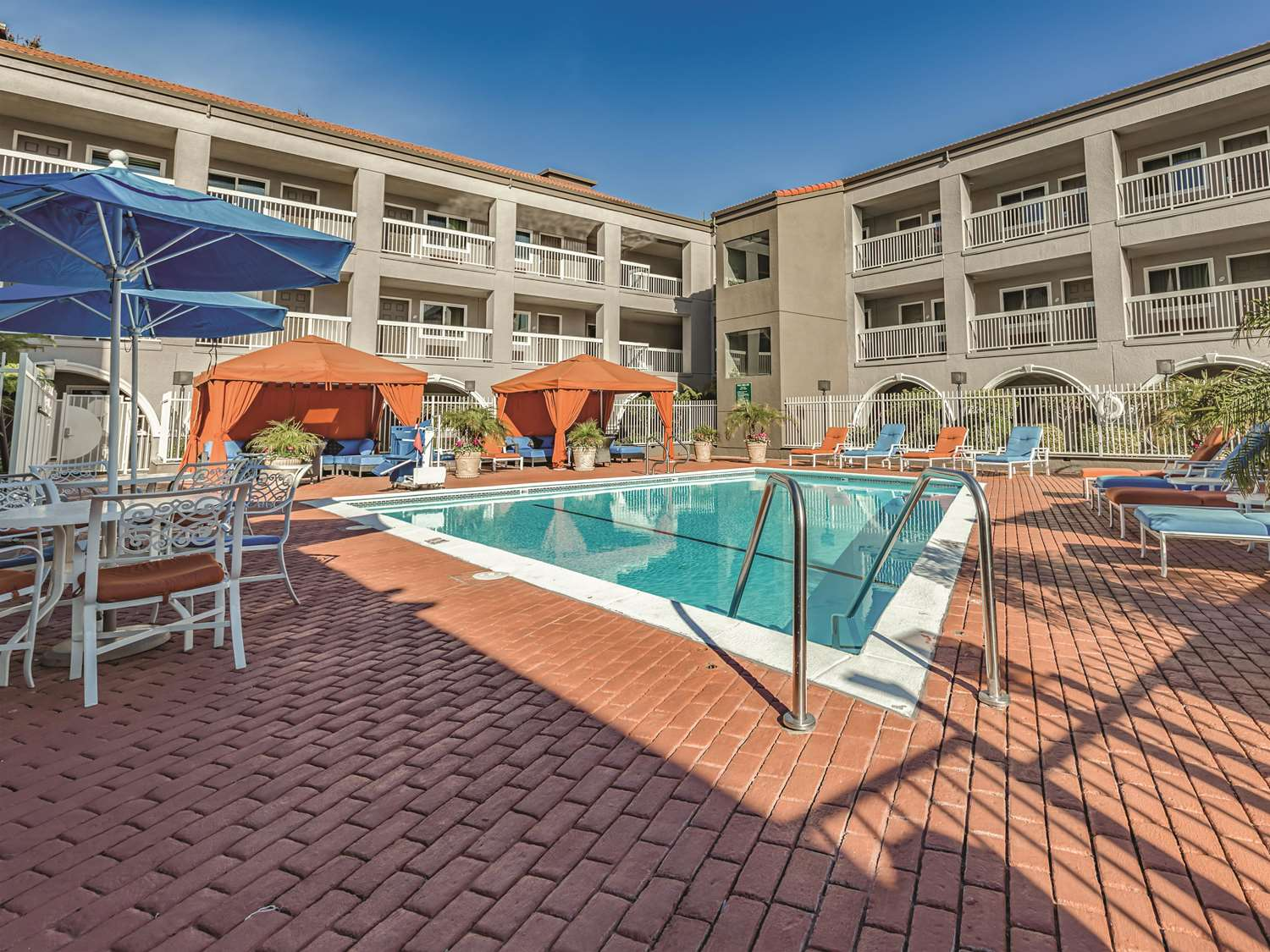 Pool - La Quinta Inn & Suites SFO Airport West Millbrae