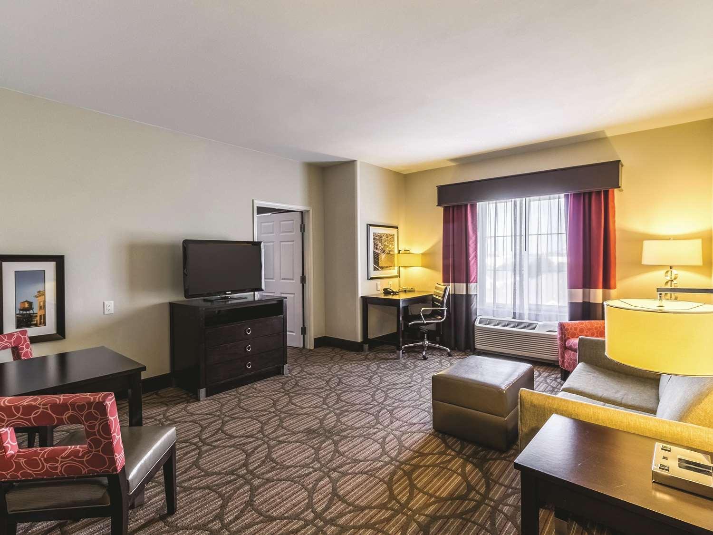 Suite - La Quinta Inn & Suites Fargo