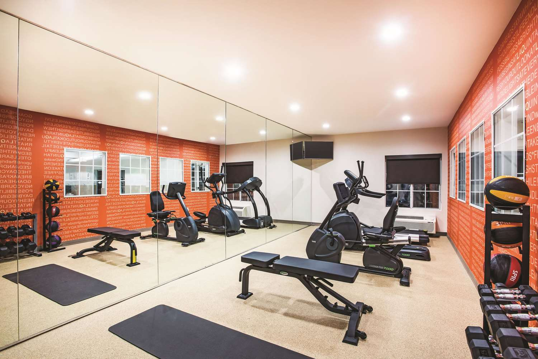 Fitness/ Exercise Room - La Quinta Inn & Suites Chambersburg