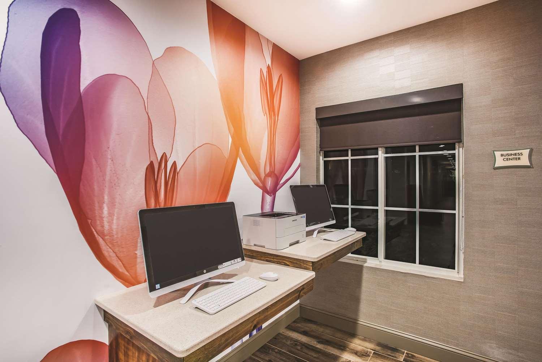 Conference Area - La Quinta Inn & Suites Chambersburg
