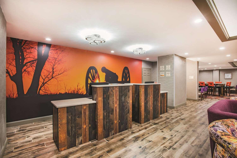 Lobby - La Quinta Inn & Suites Chambersburg