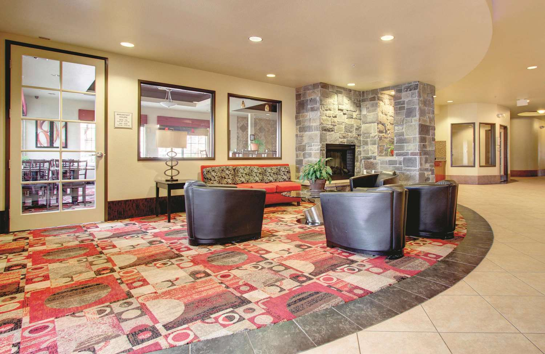 Lobby - La Quinta Inn & Suites Gateway Park Denver