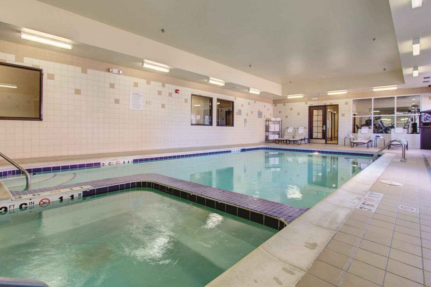 Pool - La Quinta Inn & Suites Gateway Park Denver