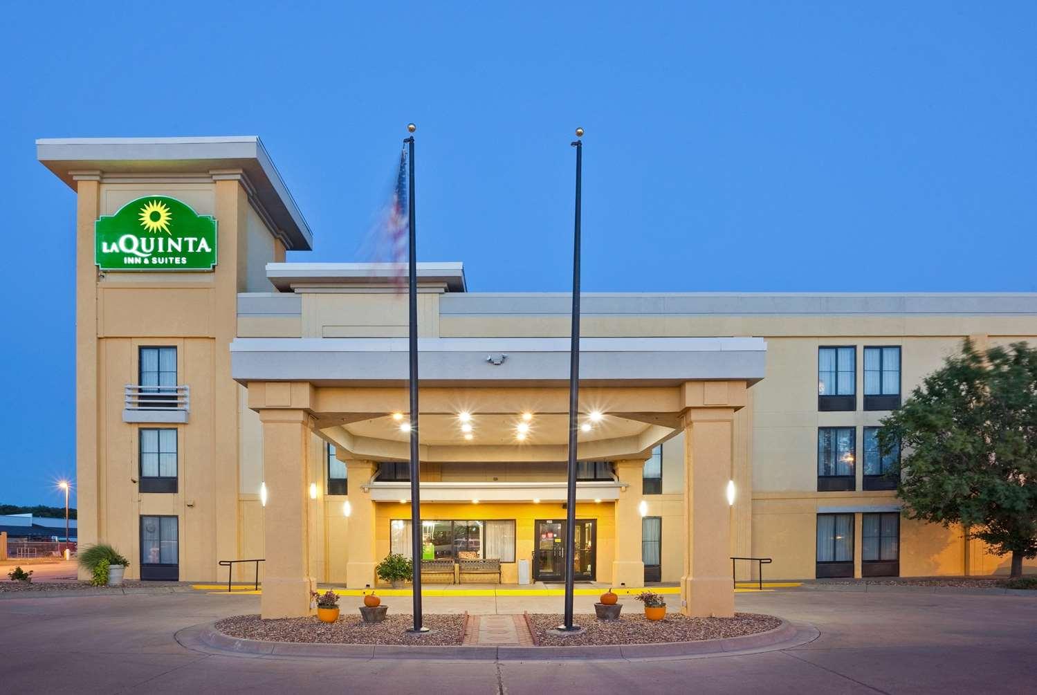 Exterior view - La Quinta Inn & Suites Salina