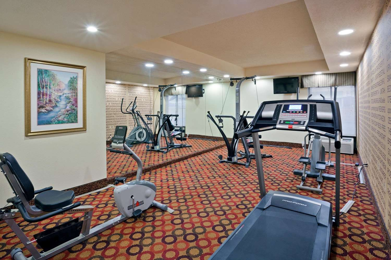 Fitness/ Exercise Room - La Quinta Inn & Suites Salina