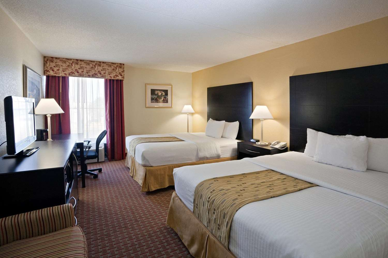 Room - La Quinta Inn & Suites Salina