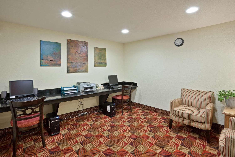Conference Area - La Quinta Inn & Suites Salina