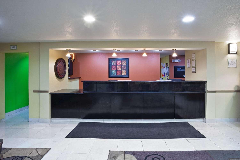 Lobby - La Quinta Inn & Suites Salina