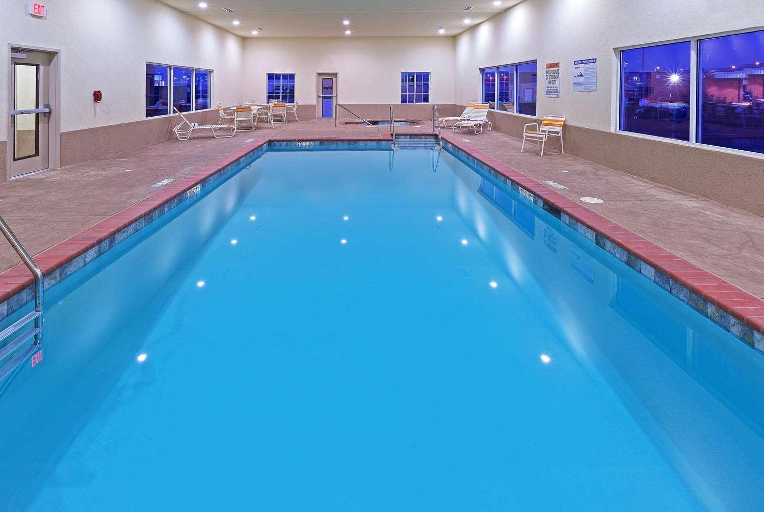 Pool - La Quinta Inn & Suites Durant