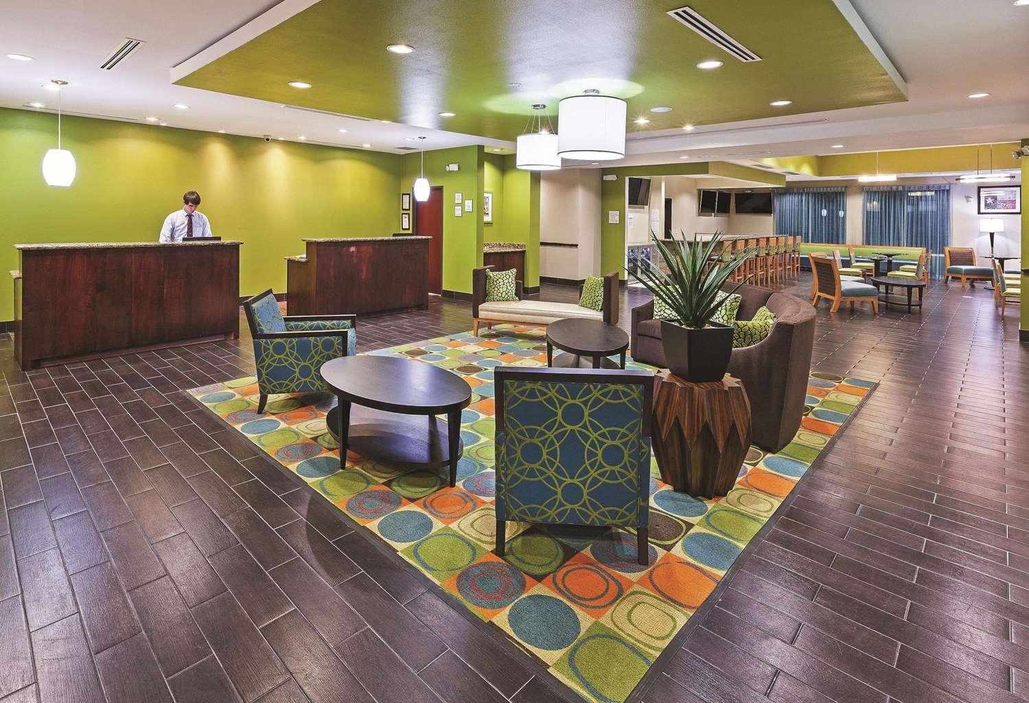 Lobby - La Quinta Inn & Suites FM 1960 Willowbrook Houston