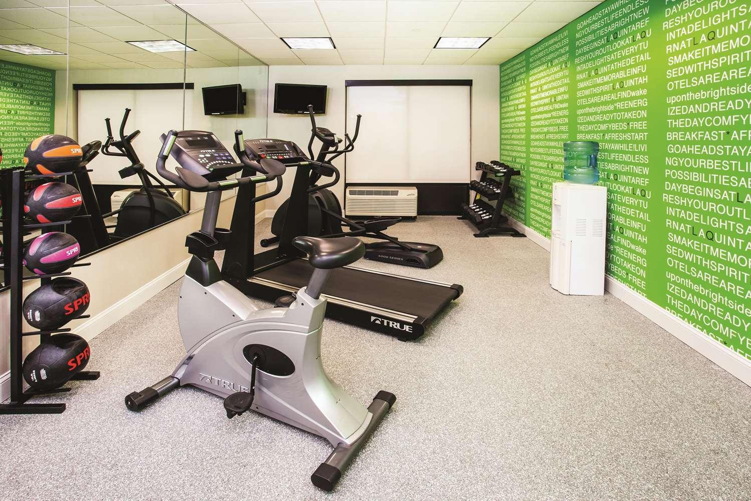Fitness/ Exercise Room - La Quinta Inn & Suites Elkton