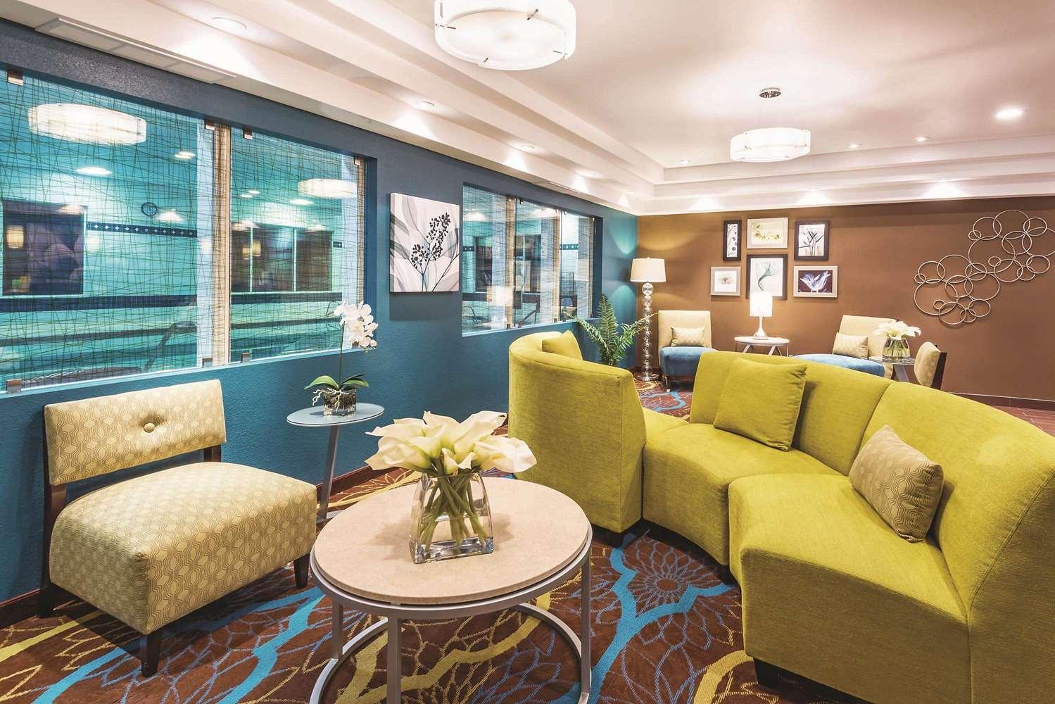 Lobby - La Quinta Inn & Suites Towne Square Boise