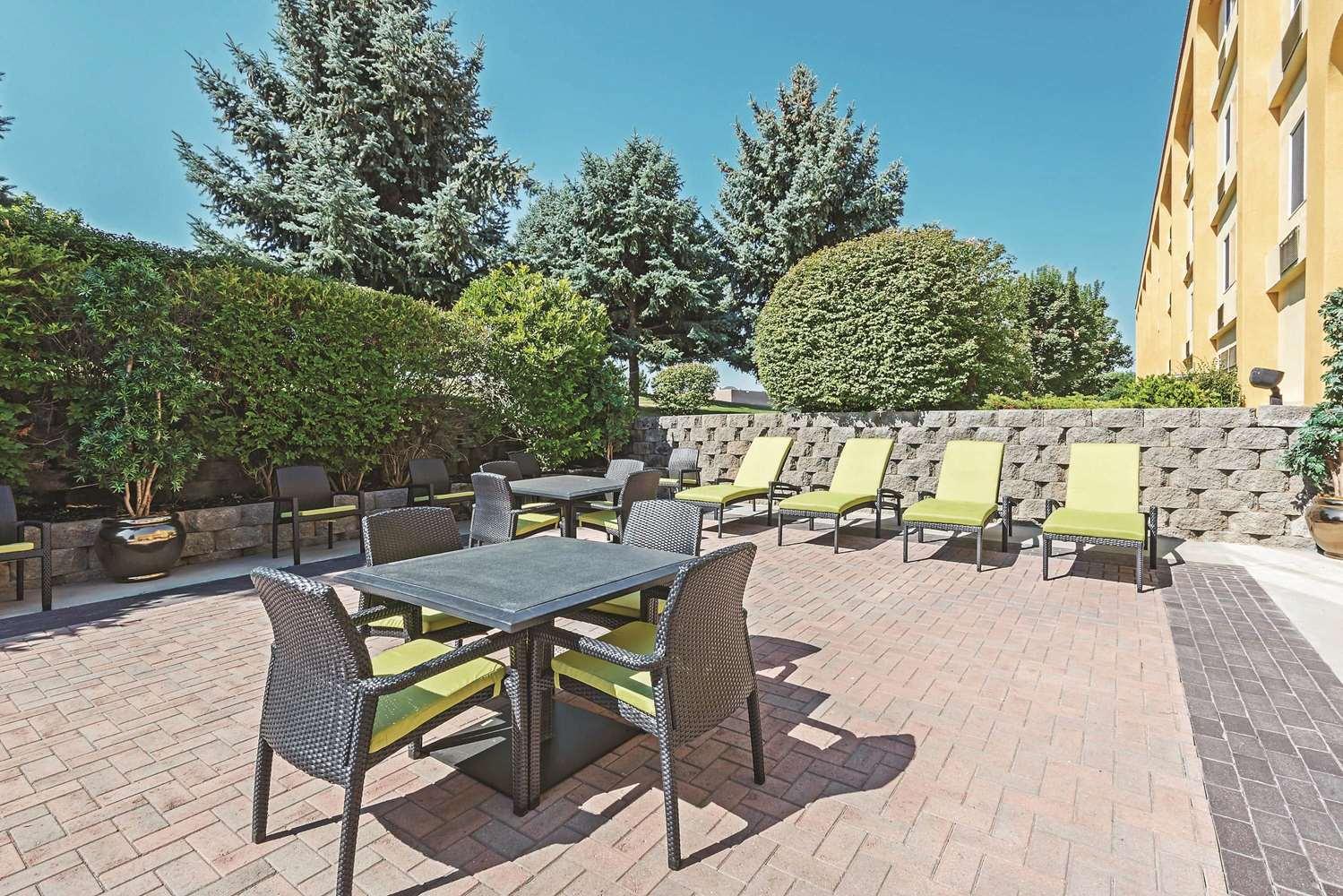 Exterior view - La Quinta Inn & Suites Towne Square Boise
