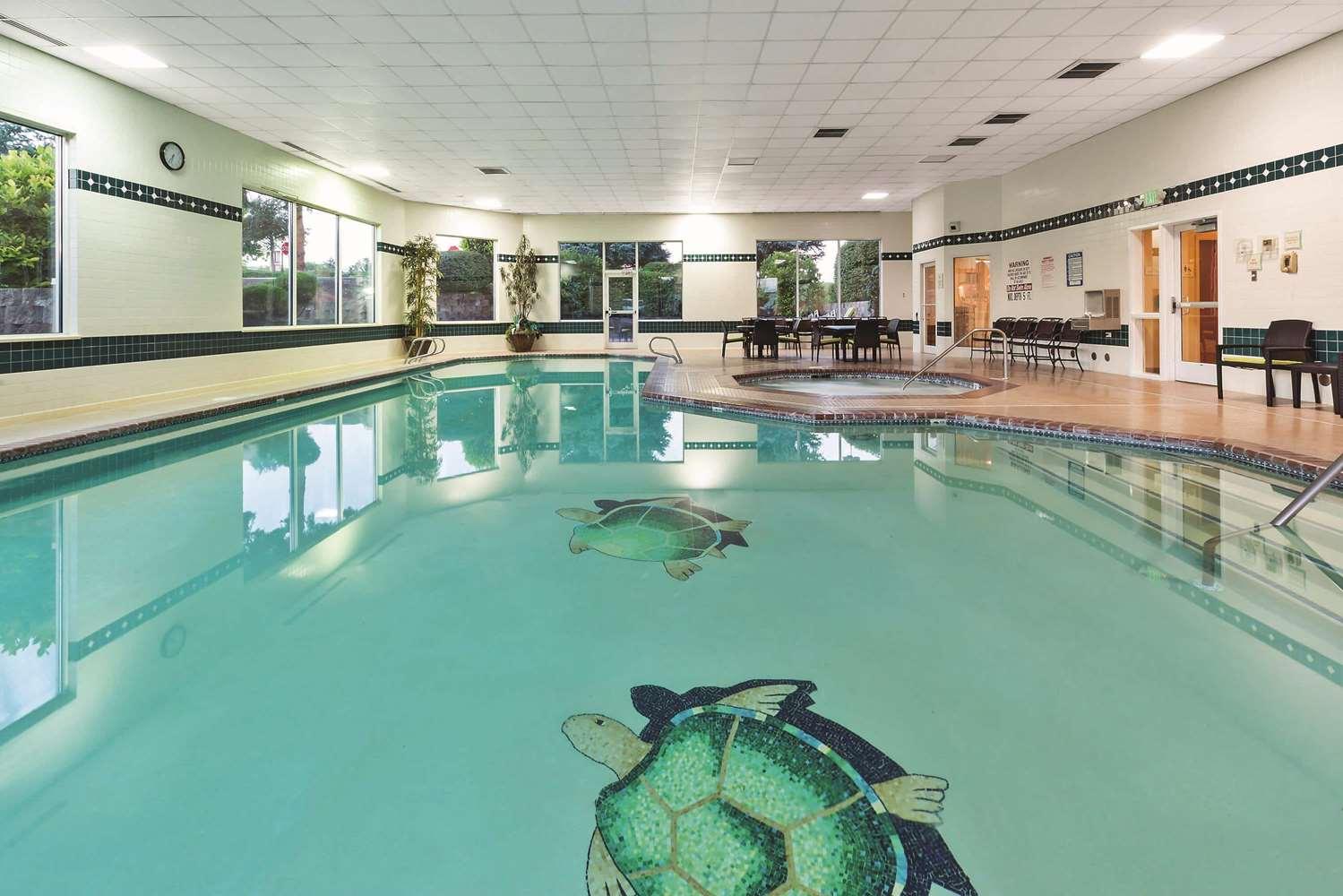 Pool - La Quinta Inn & Suites Towne Square Boise