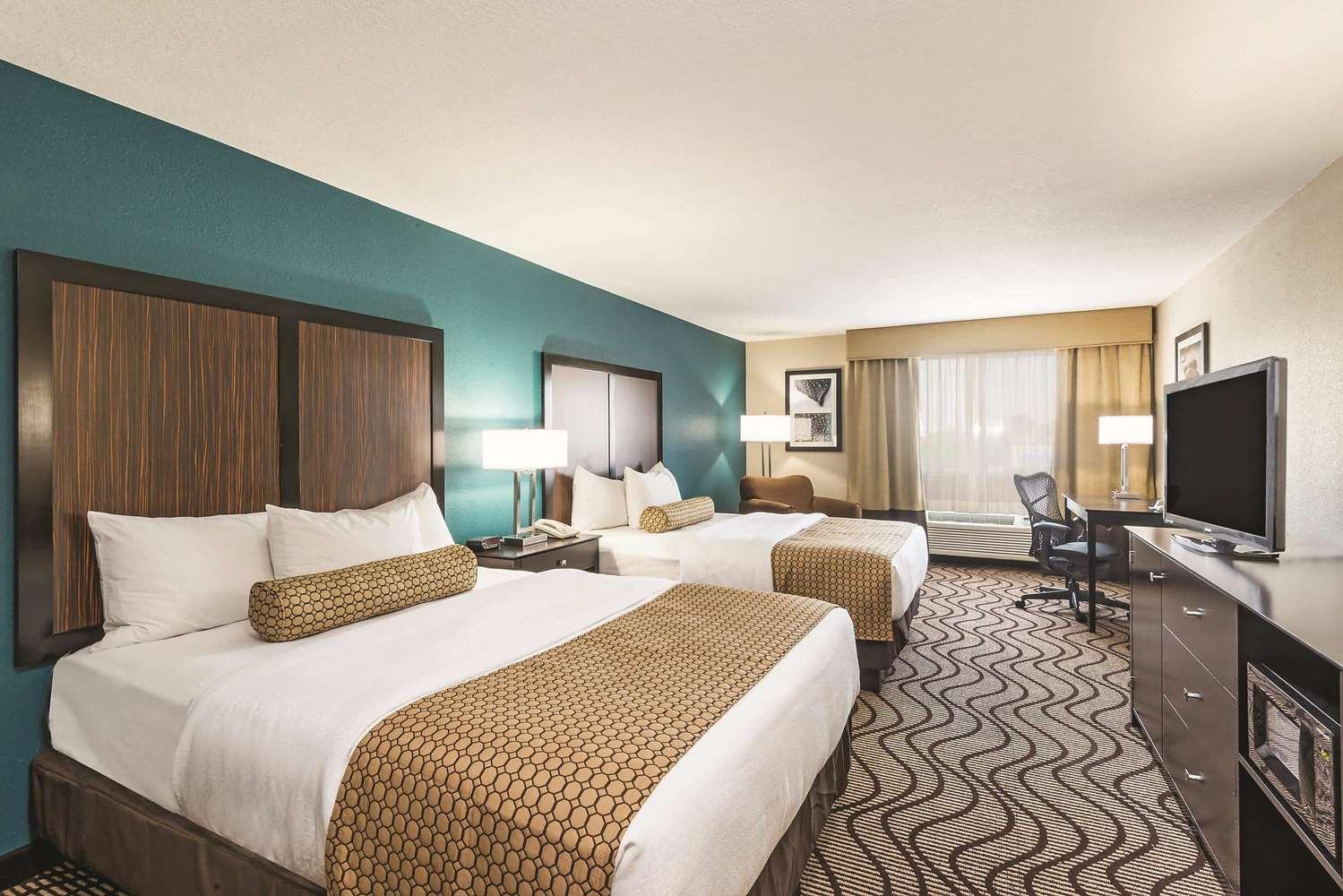 Room - La Quinta Inn & Suites Towne Square Boise