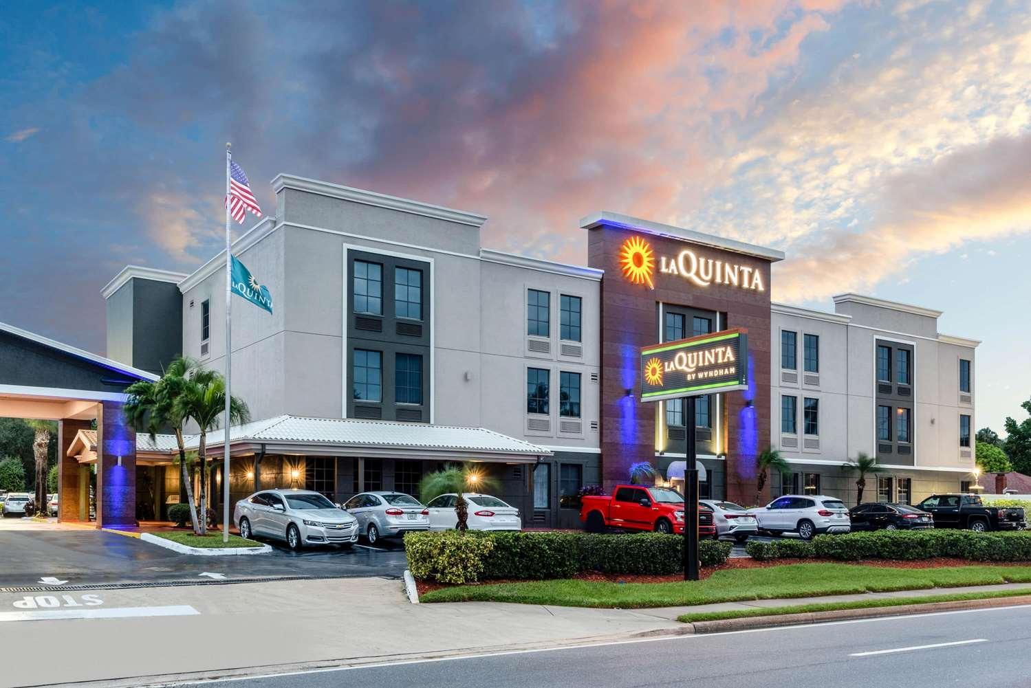 Exterior view - La Quinta Inn & Suites St Petersburg