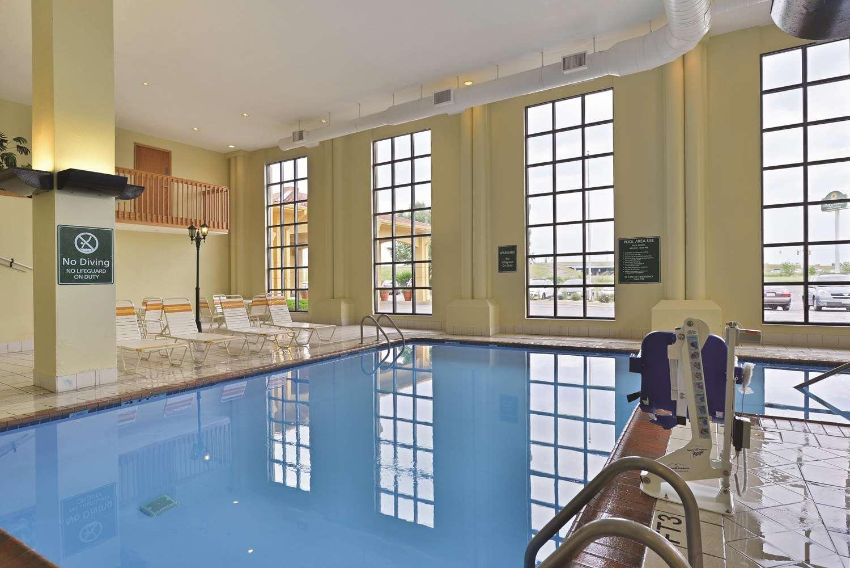Pool - La Quinta Inn & Suites Greenwood