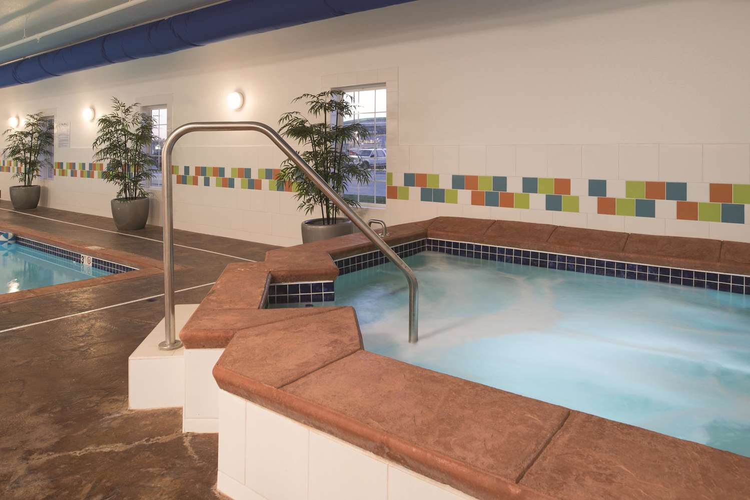 Pool - La Quinta Inn & Suites Grand Forks