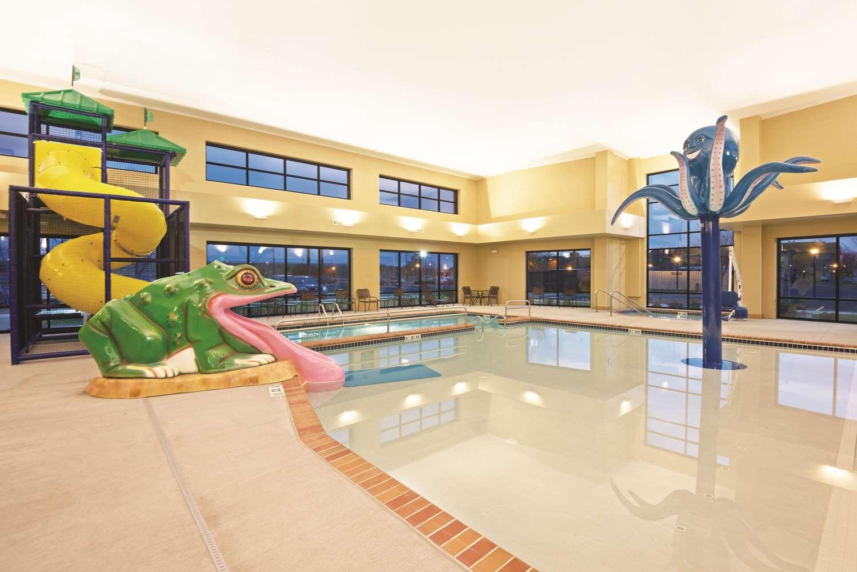 Pool - La Quinta Inn & Suites Billings
