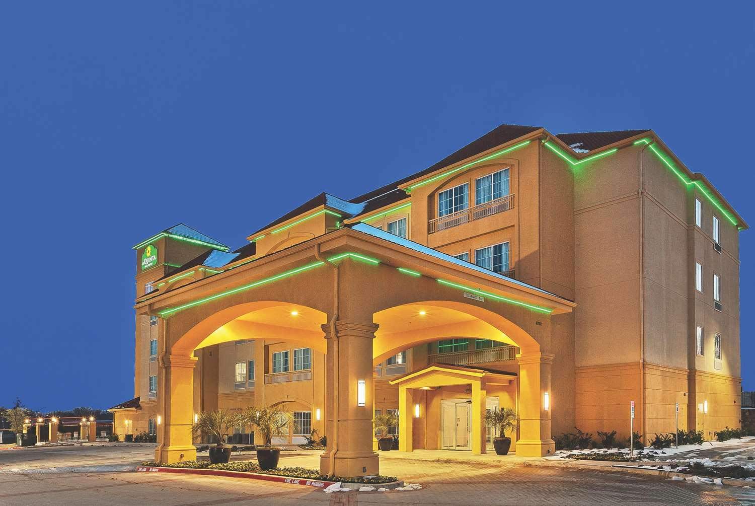 Exterior view - La Quinta Inn & Suites Eastchase Fort Worth