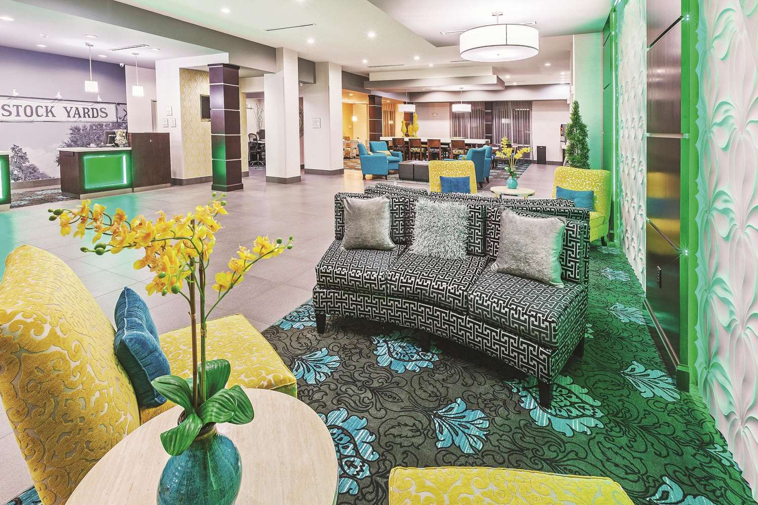 Lobby - La Quinta Inn & Suites Eastchase Fort Worth