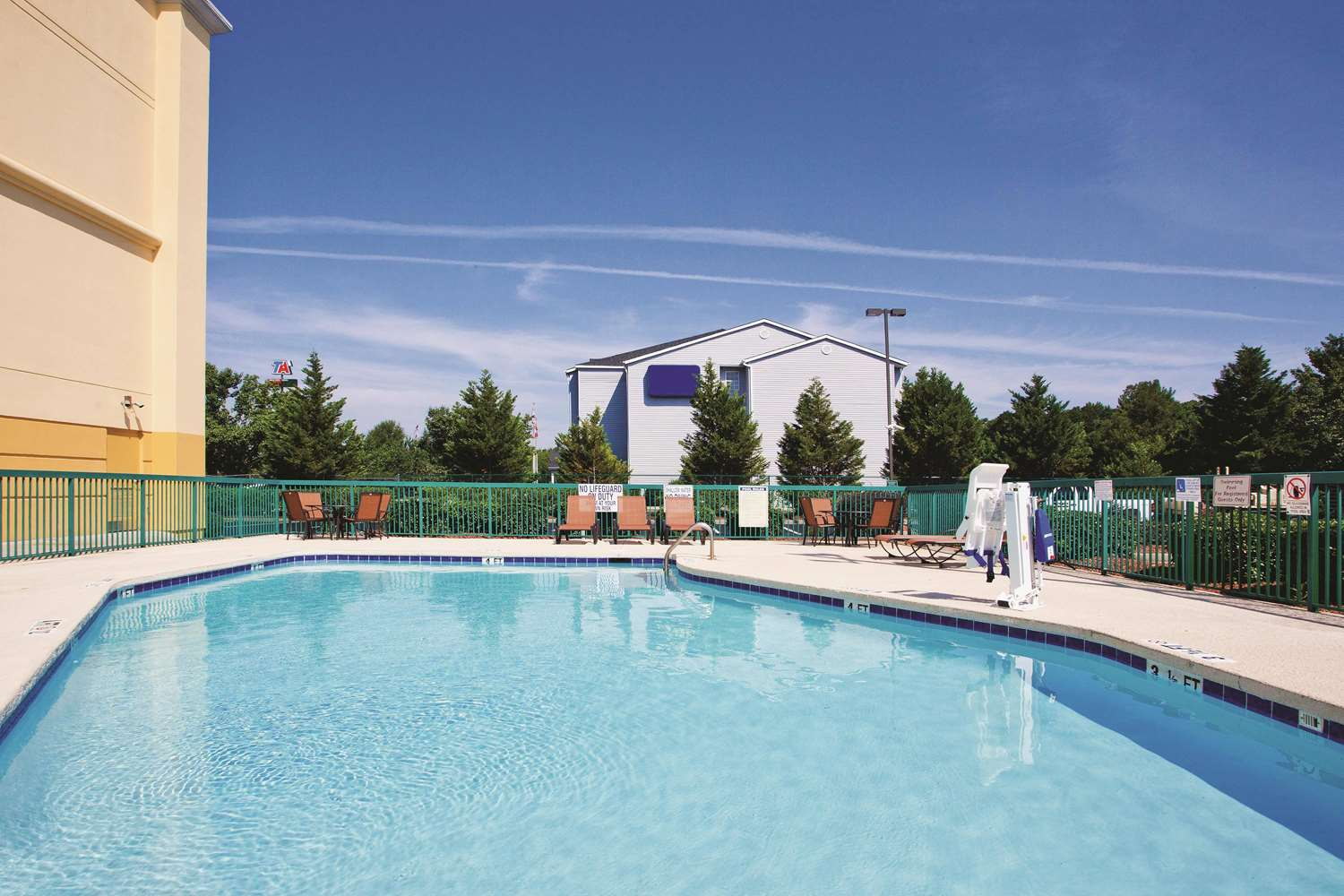Pool - La Quinta Inn & Suites Florence