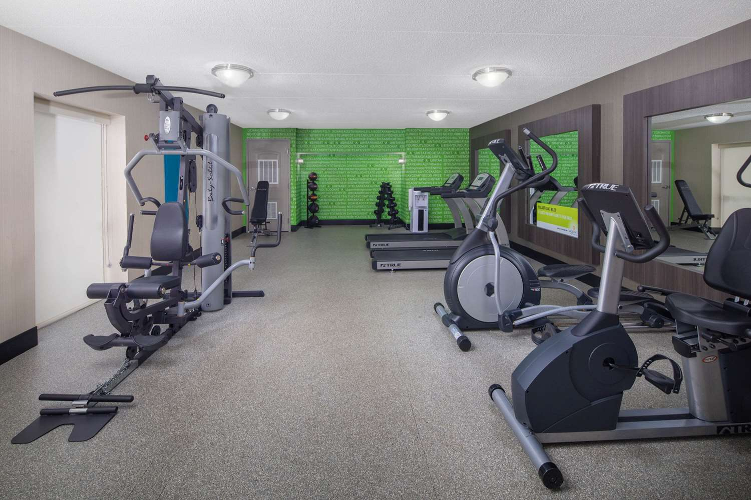 Fitness/ Exercise Room - La Quinta Inn & Suites East Ridge