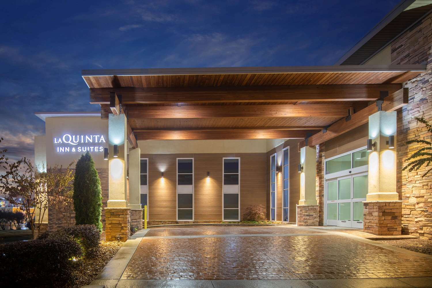 Exterior view - La Quinta Inn & Suites East Ridge