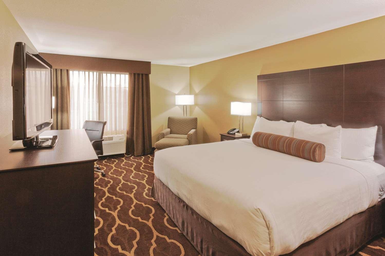 Room - La Quinta Inn & Suites Tropicana Las Vegas