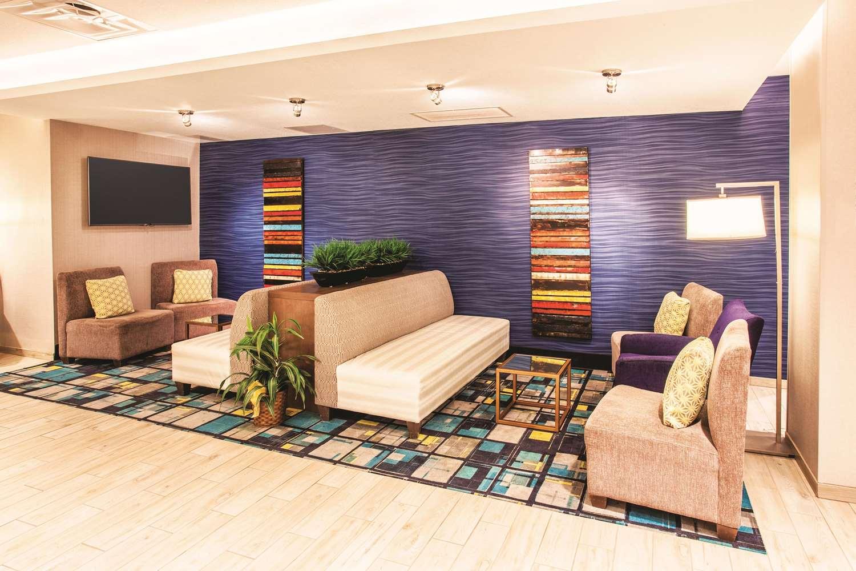 Lobby - La Quinta Inn & Suites Duluth