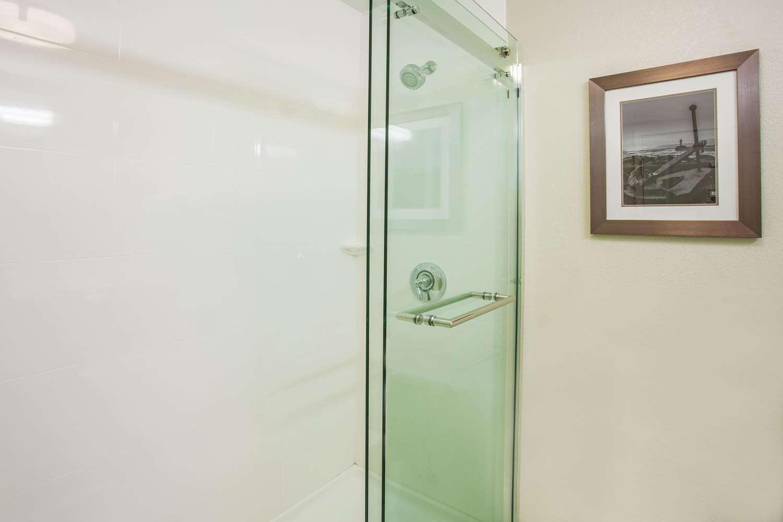 Room - La Quinta Inn & Suites Duluth