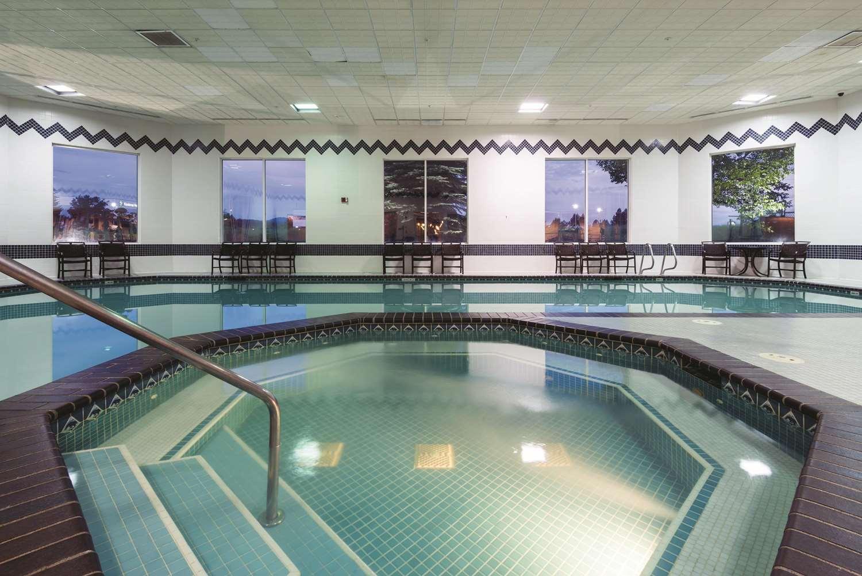 Pool - La Quinta Inn & Suites Coeur d'Alene