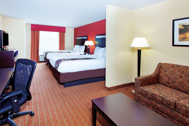 Room - La Quinta Inn & Suites Warner Robins