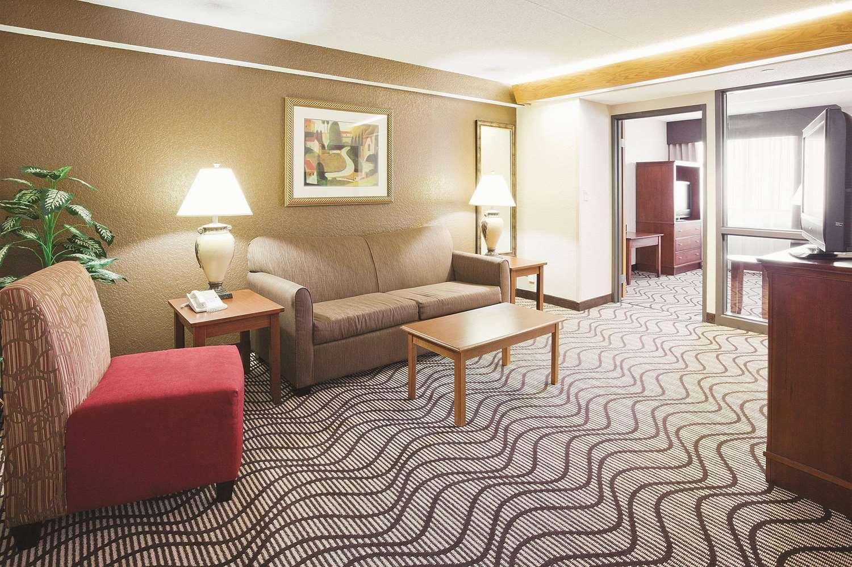Suite - La Quinta Inn & Suites Minnetonka