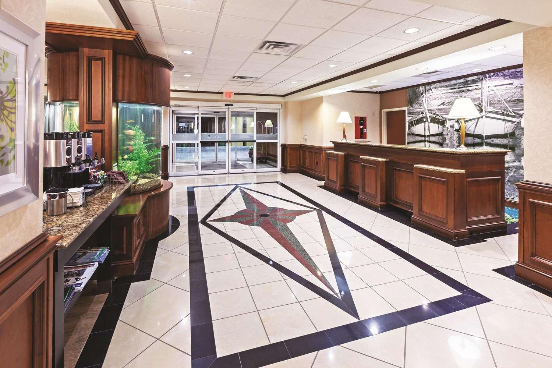 Lobby - La Quinta Inn & Suites North Padre Island Corpus Christi