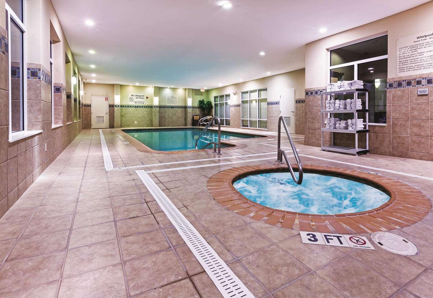 Pool - La Quinta Inn & Suites North Padre Island Corpus Christi