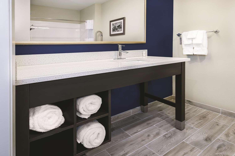 Room - La Quinta Inn & Suites Sienna Tower Odessa North