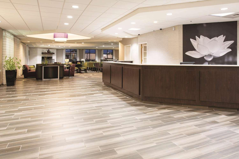 Lobby - La Quinta Inn & Suites Greenwood Village