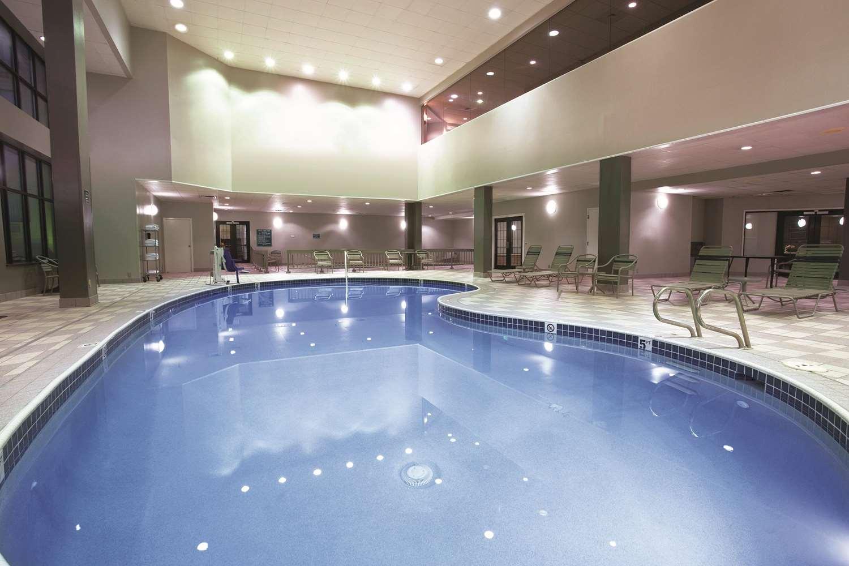 Pool - La Quinta Inn & Suites Greenwood Village