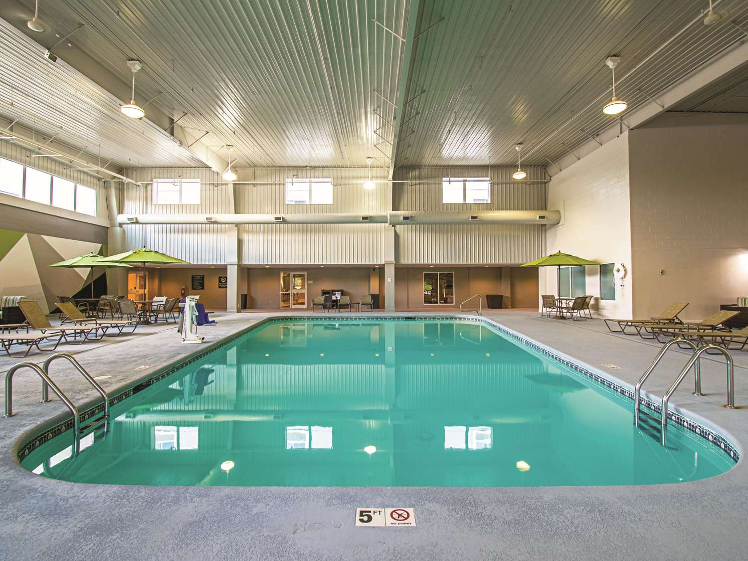 Pool - La Quinta Inn & Suites Sharonville