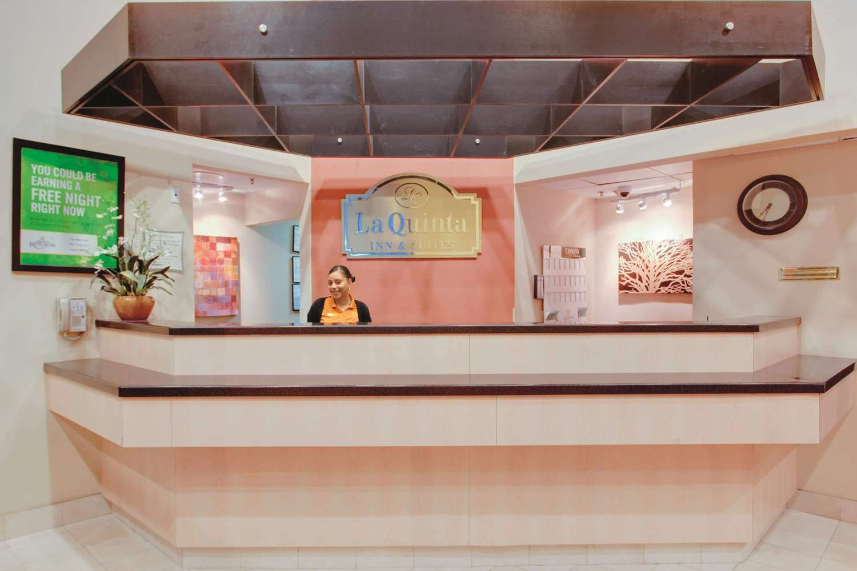Lobby - La Quinta Inn & Suites Fairfield