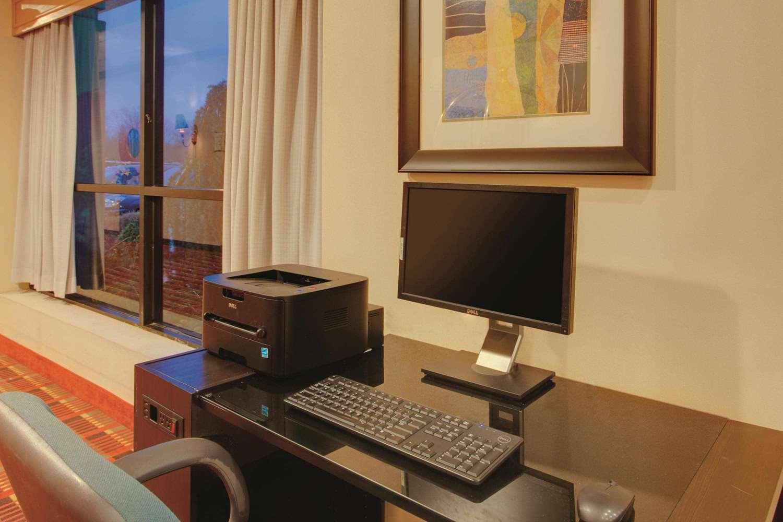 Conference Area - La Quinta Inn & Suites Fairfield