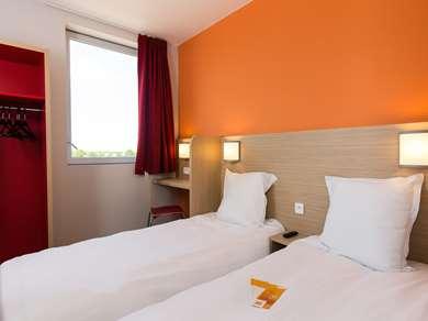 Hotel PREMIERE CLASSE CHARTRES SUD - Barjouville